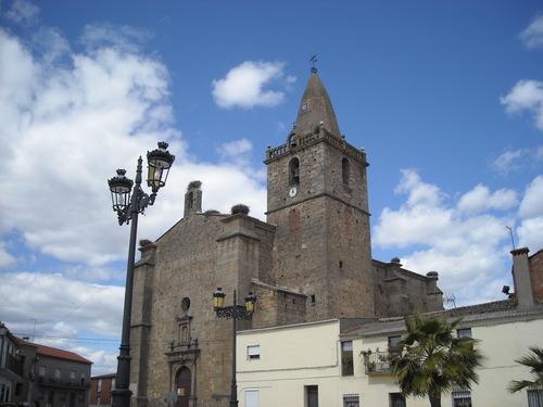Plaza y parroquia de la Asunción de Escurial. Abril de 2009