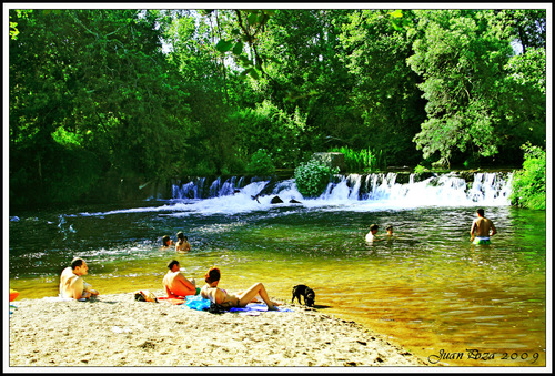 Playa fluvial en el río Umia / Fluvial beach in Umia river