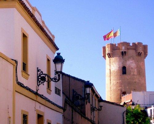 Torre de Paterna desde la calle P. Miguel Pérez