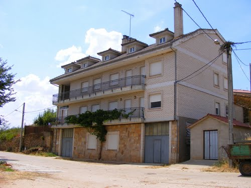 Casa vista desde la calle De la Fuente. Brandilanes de Aliste. Zamora