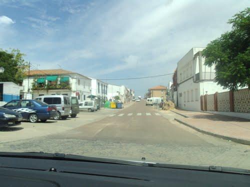 Entrando a Llera por la carretera de Valencia de las Torres