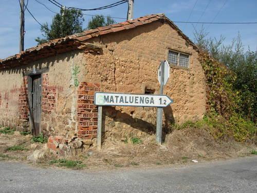 El cartel hacia Mataluenga