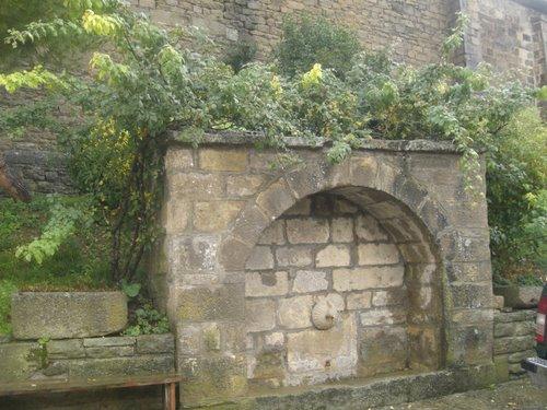 Fuente del Barrio Bajo, Larués