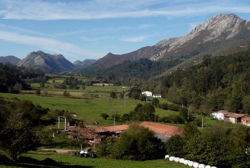 Asturias. Desde el camín encantau