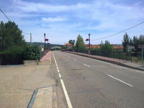Puente sobre el Eria -- Castrocontrigo, León (Región Leonesa)