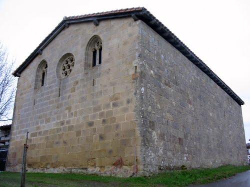 Cara norte de la Ermita de San Pedro de Elkano (265 m)
