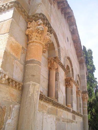 Iglesia románica por la zona del Tera. Camino de Santiago, Vía de la Plata. Julio de 2004