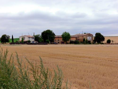 MADRID DE LOS TRILLOS (Aldea de Cidamón-La Rioja). 2009. 02. Panorámica de la aldea.