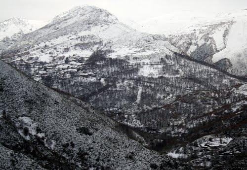 Villarrubin y Sanvitul nevados (vista desde  O Vieiro)