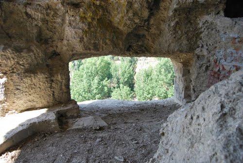 Tronera excavada en el cerro
