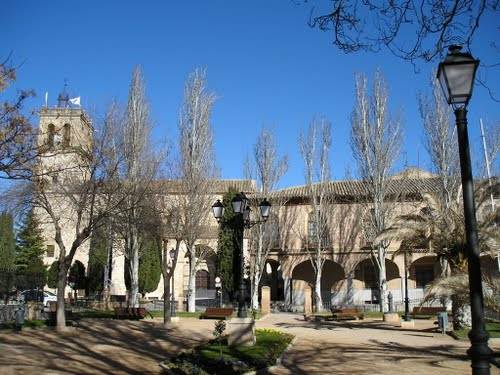 Plaza De Constitución-La Iglesia De San Juan  Bautista-El Ayuntamiento