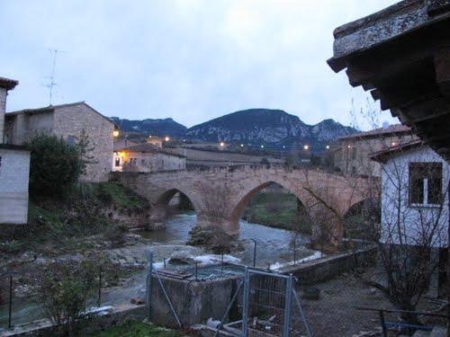 Puente medieval de tres ojos