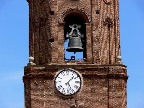 TUDELILLA (Rioja Baja-La Rioja). 2009. 05. Reloj y campanario de la iglesia.