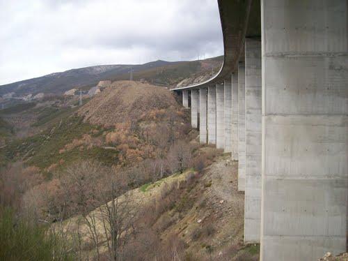 Viaductos de Briallo en la A-52, vista desde estribo 1