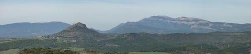 Montmagastre amb el Montsec al fons