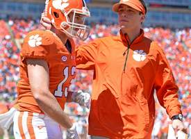 Pregame Pep Talk: Bryant, Renfrow warming up with the Tigers