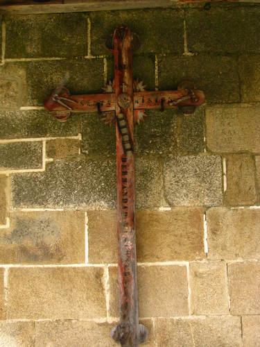 Cruz en la entrada de la Iglesia de Seoane