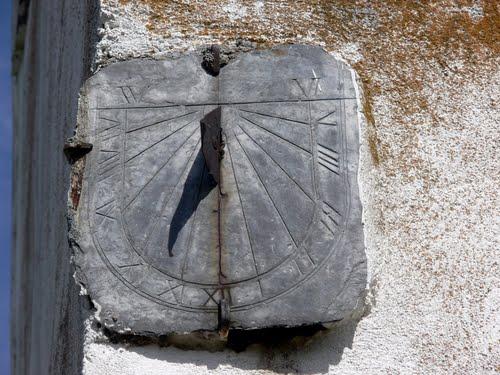 VILLALIBRE DE LA JURISDICCIÓN (Aldea de Priaranza del Bierzo-León). 2010. 07. Reloj de sol.