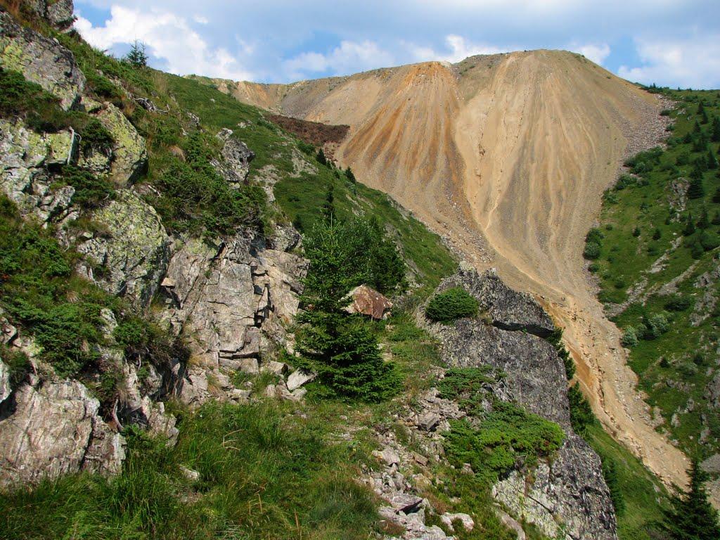 Napušteni rudnik gvožđa;  Abandoned iron mine
