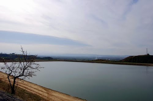 Pantà de Sidamon. La Fita Alta, al fons a la dreta