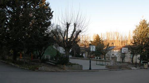 Castilblanco de Henares, plaza y fuente