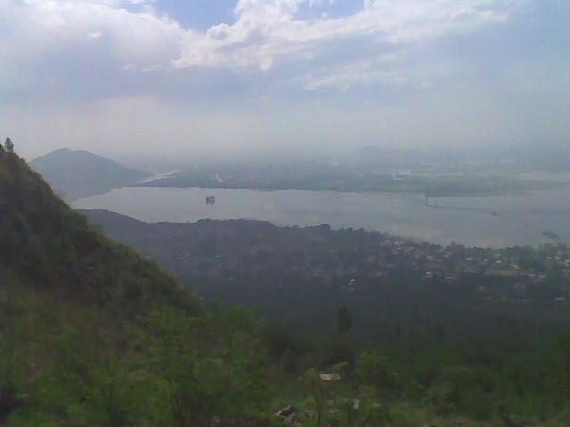 view of dal lake from half way upto the Zabarwan