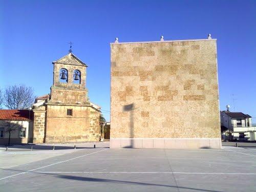 Frontón y campanario de Barbadillo.