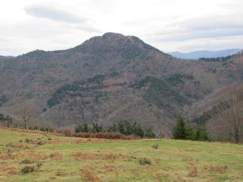 Urdaburu desde las inmediaciones de Akola