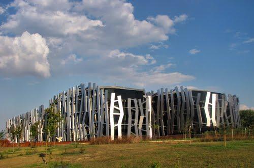 2007 -  Sede de la Caja Vital  Kutxa ------    ( Recomiendo ampliarla)
