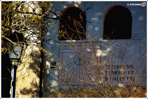 Santa Maria de Segueró - Beuda - Rellotge de sol amagat -  2488