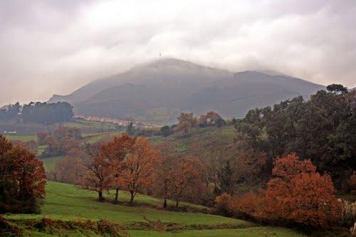Niebla en el Serantes desde Nocedal