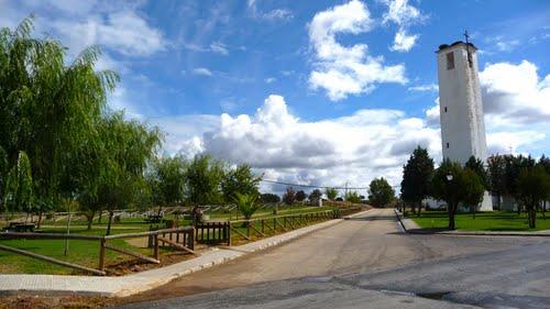 San Gil, torre y parque entrada.
