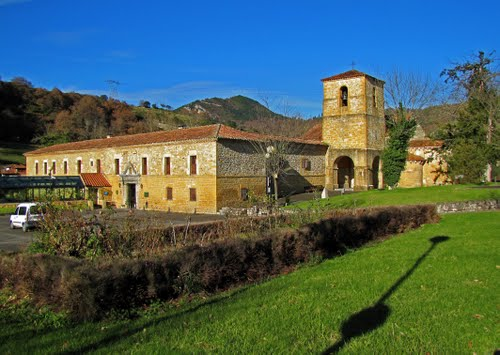 Monasterio Románico de San Pedro de Villanueva, Cangas de Onís. Principado de Asturias.