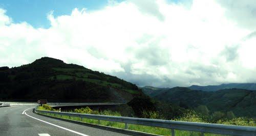 As Nogais - acueducto - Serra de Ancares