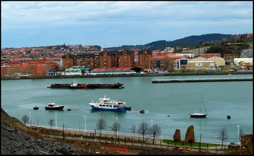 Vista de la ria de Bilbao- Sight on the ria of Bilbao