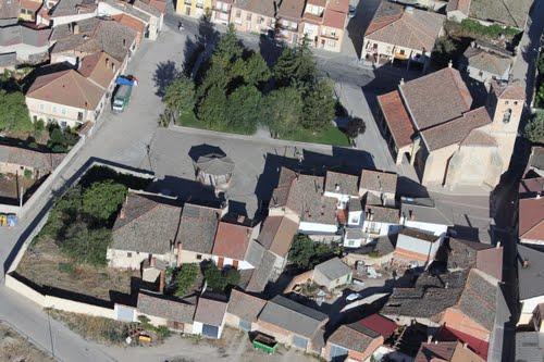 Vista aérea de la plaza e iglesia de Aldea Real