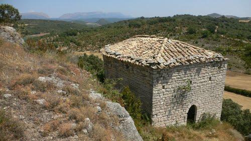 Rupestre ermita románica de Sant Esteve, cerca de Estaña