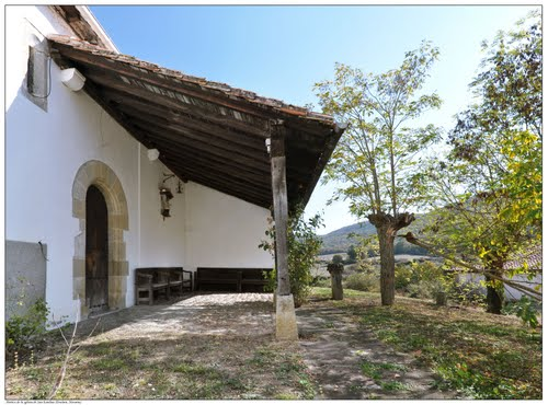 Portico de la iglesia de San Esteban (Etulain, Navarra)