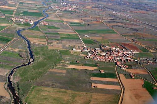 Vista aérea de San Román del Valle y el río Cea