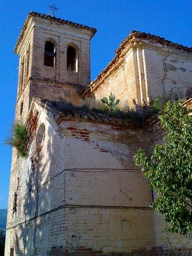 Torre de la Ermita de San Gabriel, del siglo XVIII, lamentablemente en estado ruinoso. Abril de 2011