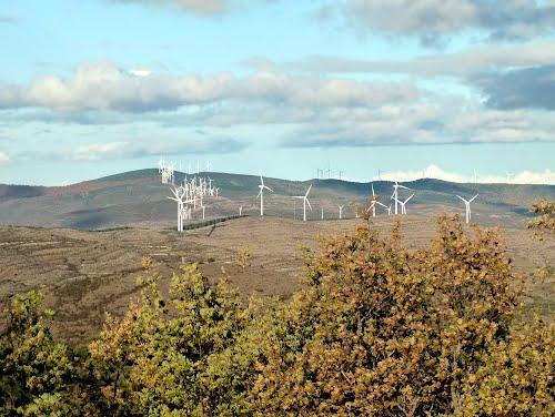 LARRIBA (Aldea de Ajamil de Cameros-La Rioja). 2011. 11. Parque eólico de la Hez.