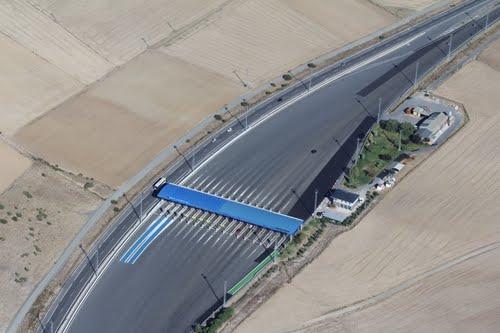 Vista aérea del peaje de Adanero de la Autopista Madrid-Adanero