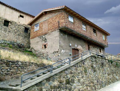 CABEZÓN DE CAMEROS (Valle del Leza-Camero Viejo). La Rioja. 2011. 02. Ermita de Jesús, María y José (sXIX) (Desacralizada-Propiedad privada).