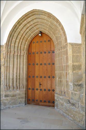 Portada de la iglesia de La Purificación (Elcano)