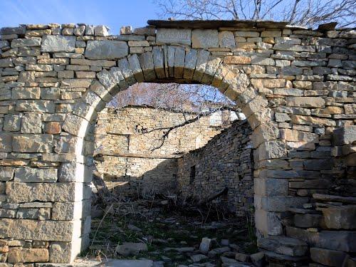 Uno de los numerosos arcos que podemos encontrar en Escartín