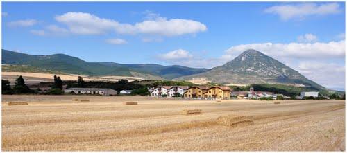Salinas de Ibargoiti y monte Higa