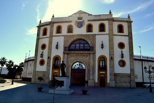 Plaza de Toros de Espartinas con la figura de su torero: Espartaco. Febrero de 2012