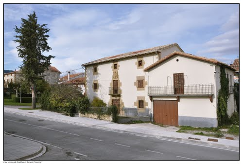 Casa con heráldica en Beriain (Navarra)