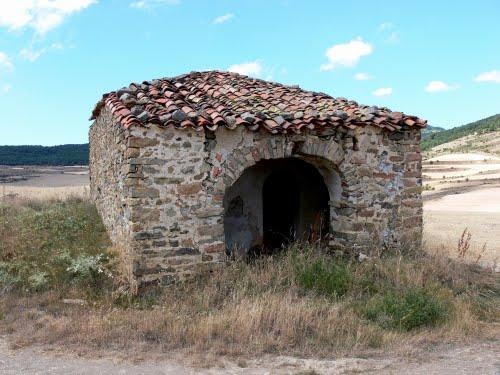 VALDECANTOS (Aldea deshabitada de Santa Cruz de Yanguas). SORIA. 2009. 03. Ermita del Cristo. Entrada.