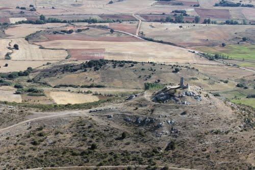Vista aérea de las ruinas del castillo de Lara